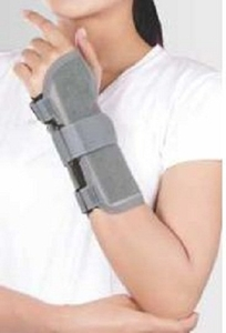 Tynor Medium Wrist Splint Ambidextrous E 43